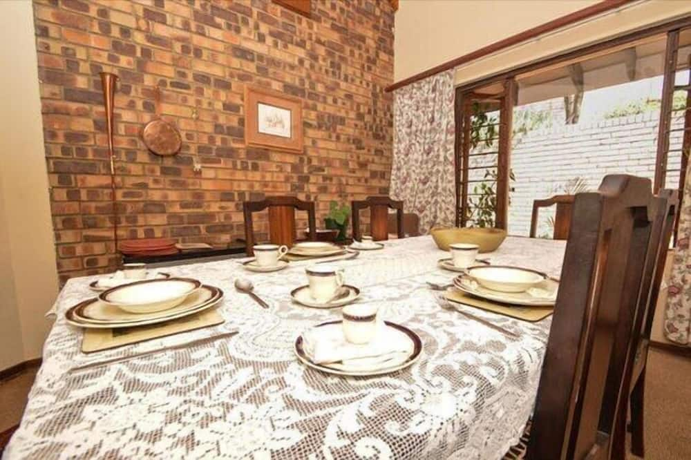 Deluxe Double Room - In-Room Dining