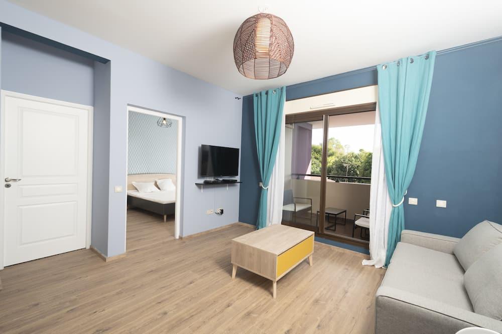 Apartment, 1 Bedroom (50m2 - Rénové - 10' de l'aéroport) - Living Room