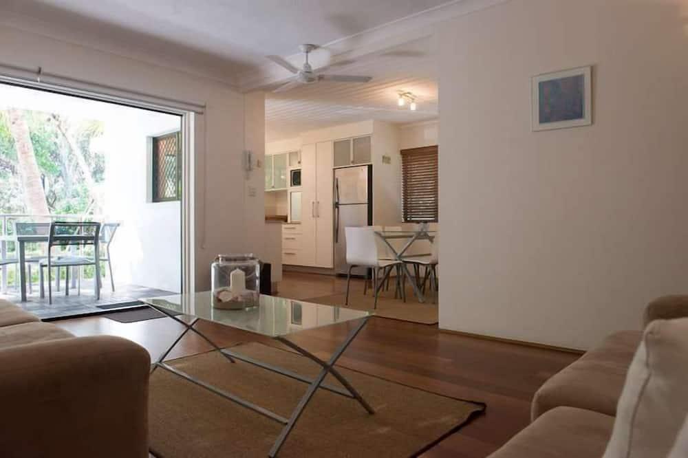 2-Bedroom Apartment - Гостиная