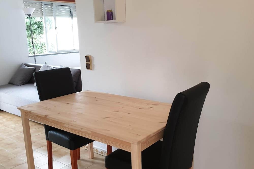 Studio, Ground Floor - Tempat Makan dalam Bilik