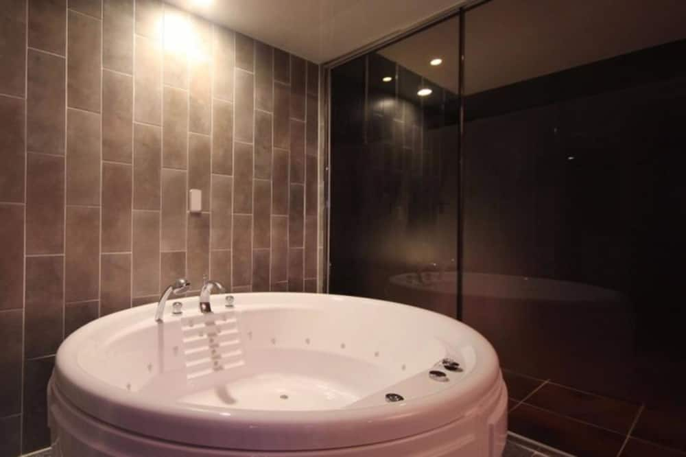 Family Room, Jetted Tub (or Party Room Available) - Jetted Tub