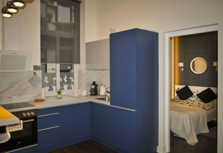Sunset Central Apartment, Budapest, City Apartment, Accessible, Courtyard View, Private kitchenette