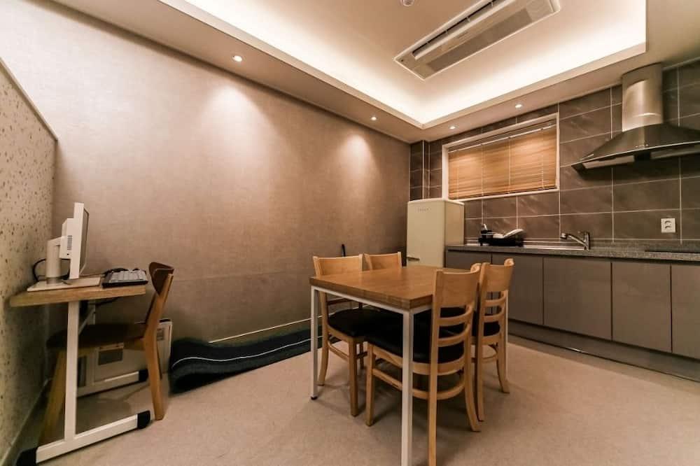 Dvojlôžková izba typu Premium, kuchynka (VIP) - Stravovanie v izbe