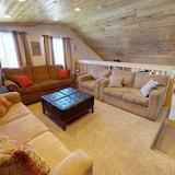 Namiņš (Secluded Cedars Cottage w/ Stunning N) - Dzīvojamā istaba