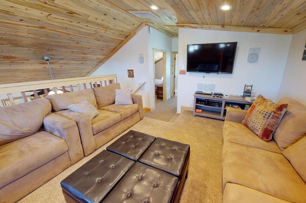 Namiņš (Secluded Cedars Cottage w/ Stunning N) - Dzīvojamā zona