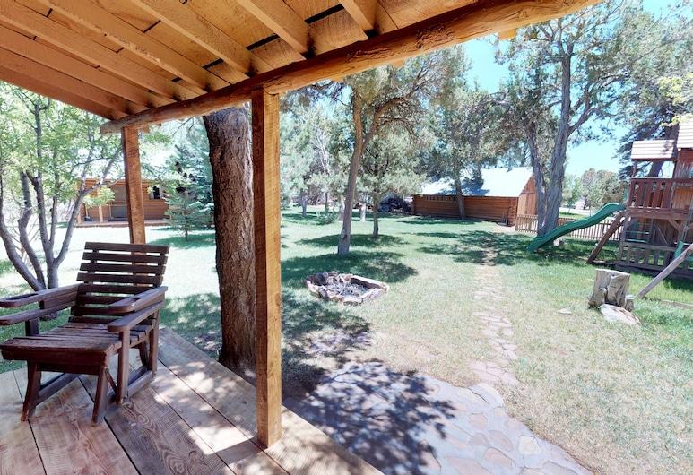 Stunning Apple Lane Log Cabin, Blanding, Porche