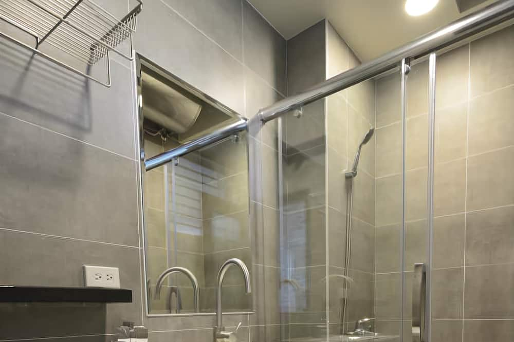 חדר זוגי, נוף לגן (Limited parking, reservation required) - חדר רחצה
