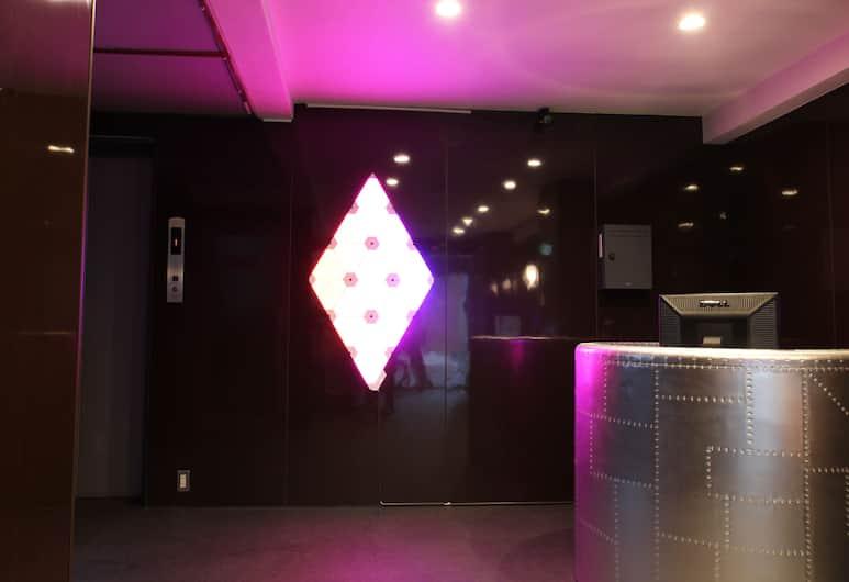 Shimanouchi Luxury Apartment, 大阪市, フロント