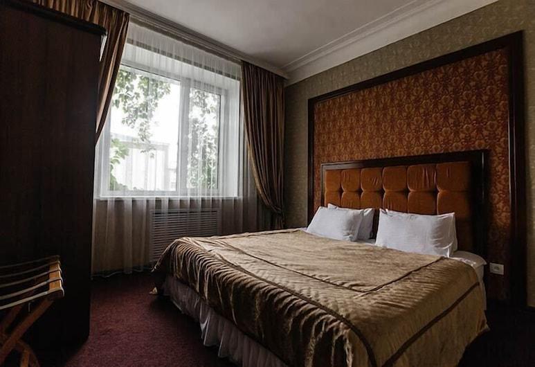 Hotel Zhambyl, Taras, Familienzimmer, Zimmer