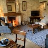 Suite, 1 Bedroom (Farmhouse B&B) - Living Room