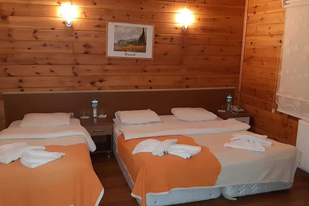 Club Triple Room, Multiple Beds, Garden Area - Bathroom