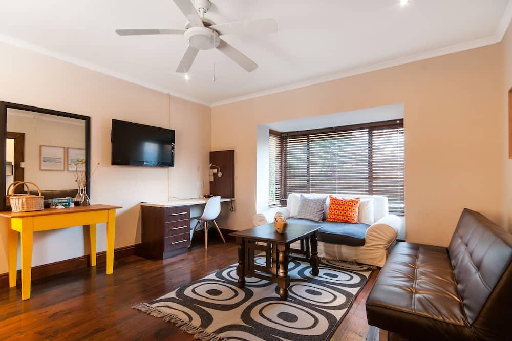 Upstairs Apartment - Oturma Odası