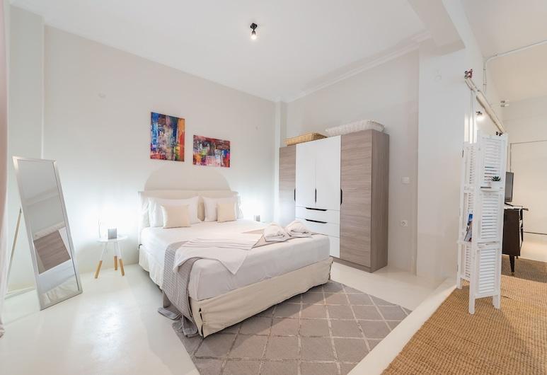 Stylish and Spacious Koukaki Apartment  by Cloudkeys, Ateena