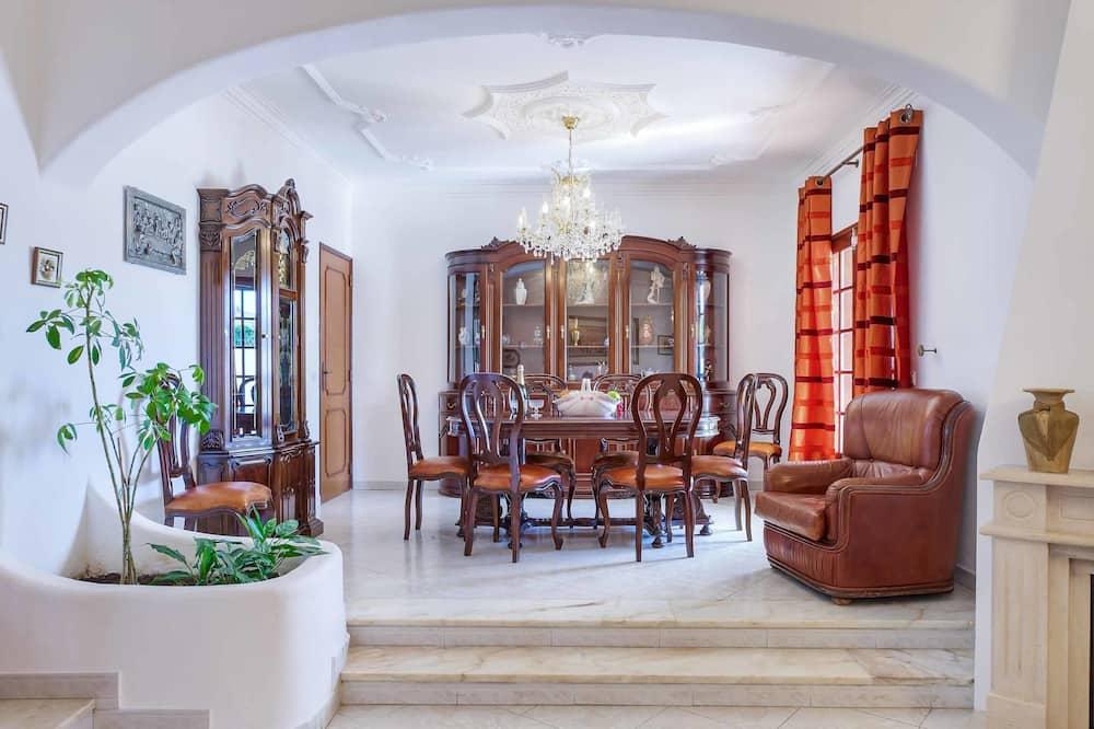 Villa (4 Bedrooms) - Living Area