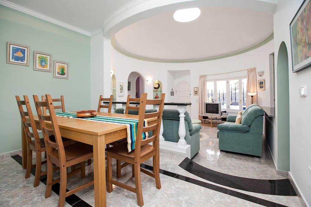 Villa (3 Bedrooms) - In-Room Dining