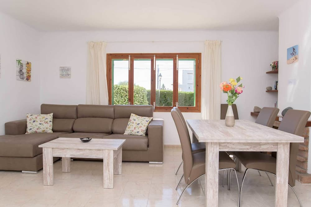 Villa, 3 Bedrooms - Living Room