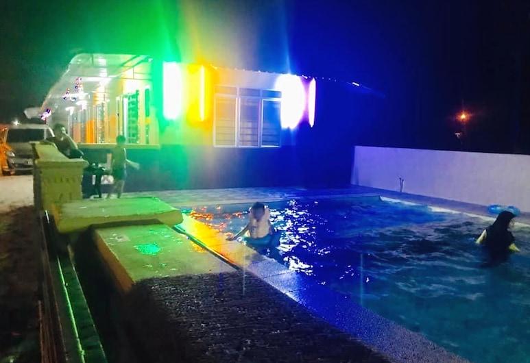 Zar Permai Motel dan Homestay, Kampung Kelewang Jatoh, Deluxe kolmetuba, Fassaad
