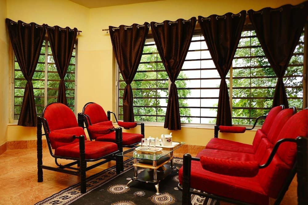 Deluxe Villa, 1 King Bed - Living Room