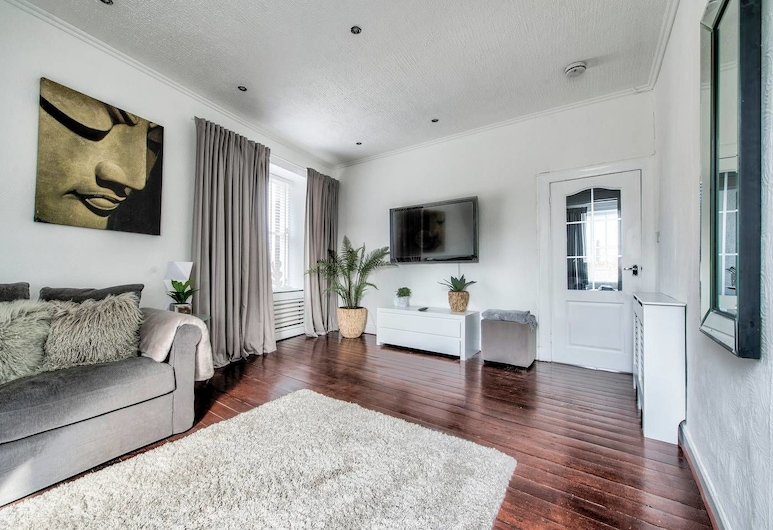 Modern 2BR Home on the Royal Mile!, Edinburgh