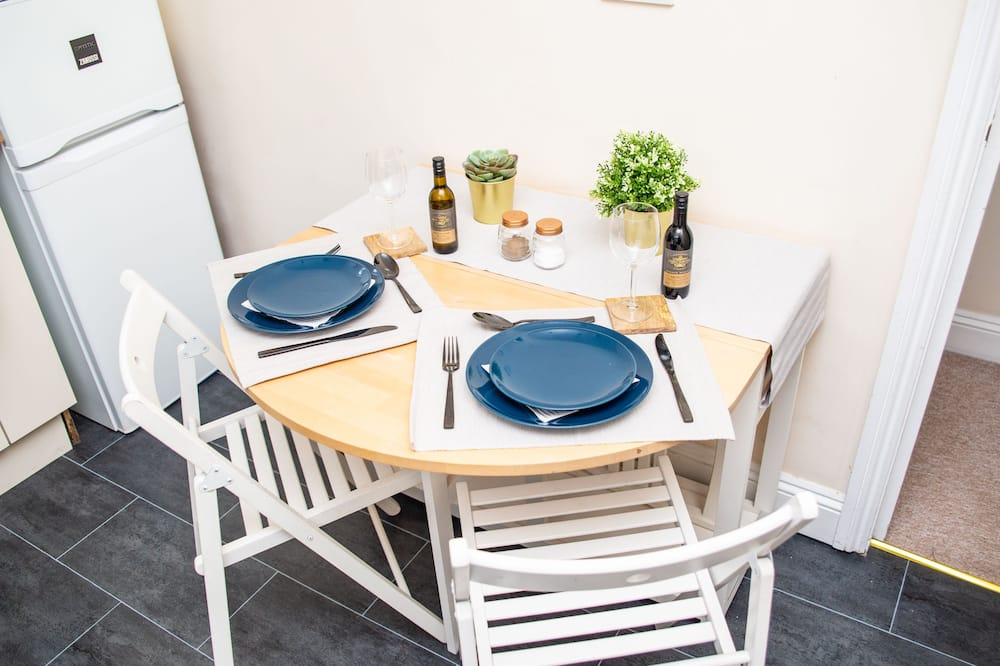 Three-Bedroom Apartment - In-Room Dining