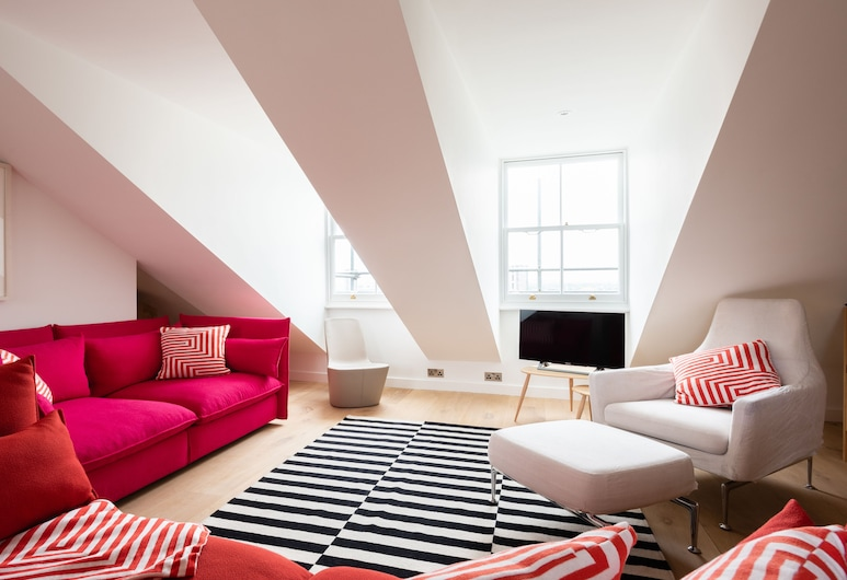 The Lansdowne Crescent - Bright 3bdr Top Floor Apartment in Notting Hill, London