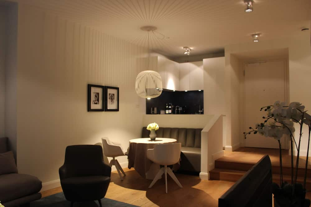 Design-Apartment - Essbereich im Zimmer