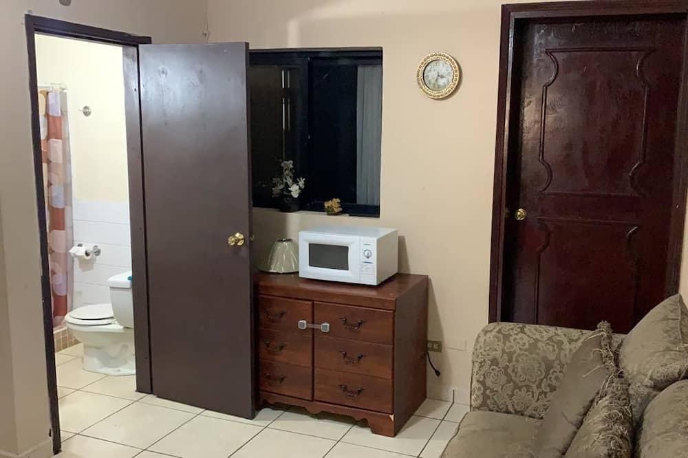 Basic Apartment, Multiple Beds - Bathroom
