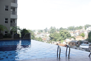 Bild vom Direct Access to Pool 2BR Apartment at Parahyangan Residence in Bandung