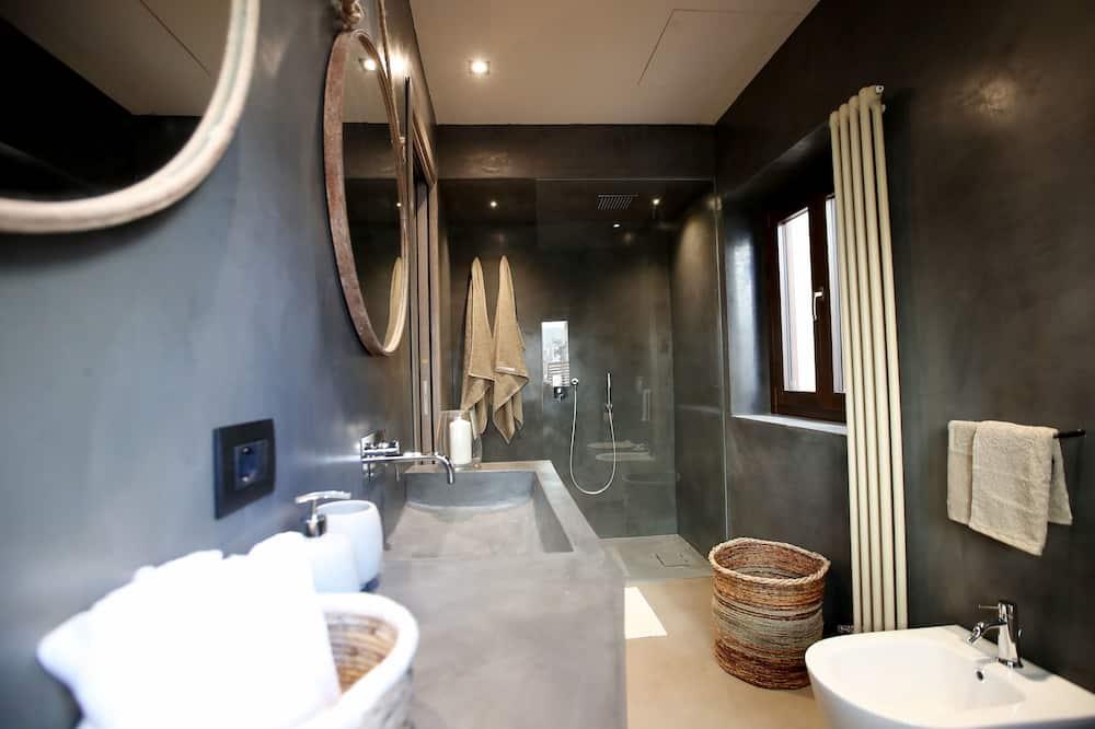 Deluxe lakosztály, hidromasszázskád (Piazza Pretoria) - Fürdőszoba