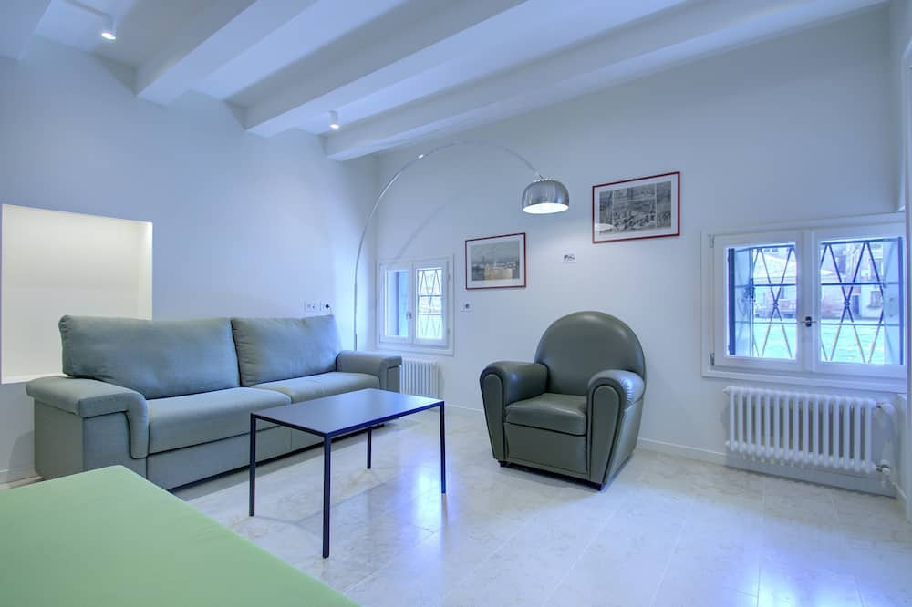 Exclusive Apartment, 1 Bedroom, Canal View, Ground Floor - Living Room
