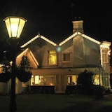 Mặt tiền khách sạn - Ban đêm