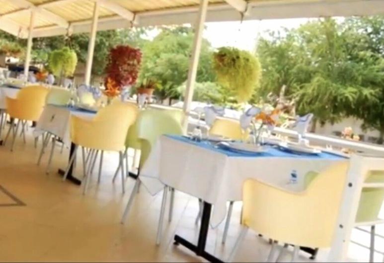 Hôtel Le Paquebot, Cotonou, Restoran