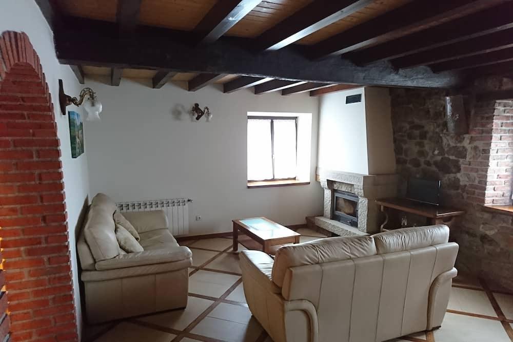منزل تقليدي - ٣ غرف نوم - منطقة المعيشة