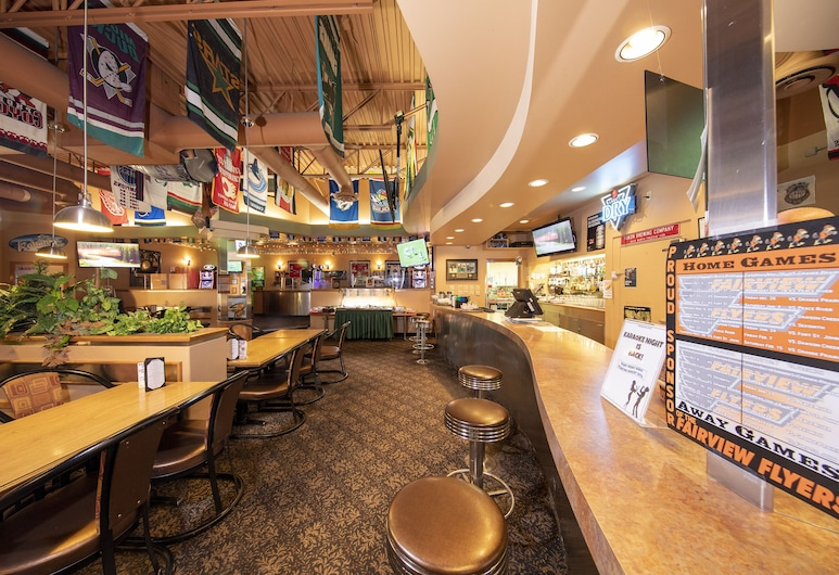 Dunvegan Inn and Suites, Fairview, Sports Bar