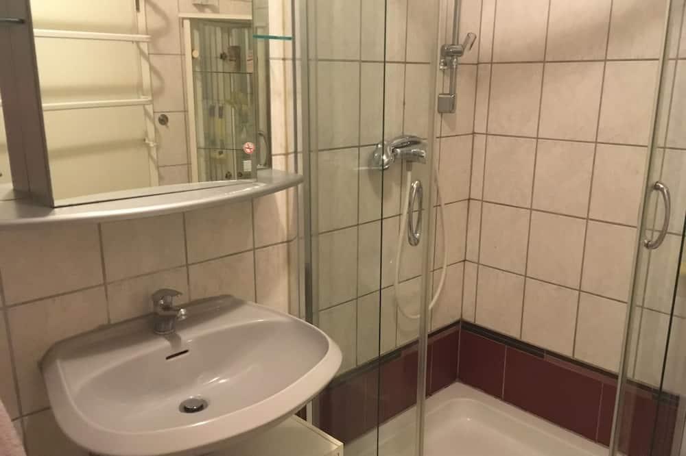 Apartemen, 1 kamar tidur, dapur kecil - Kamar mandi
