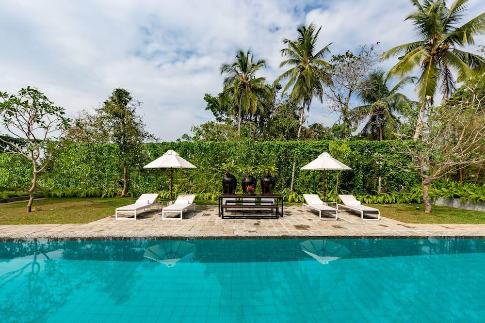 Four Bedroom Private Villa with Pool - Pogled iz sobe