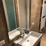 Comfort szoba kétszemélyes ággyal, privát fürdőszoba (External) - Mosdó a fürdőszobában