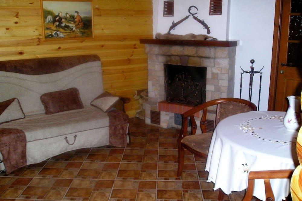 Cottage, Fireplace (Hunter) - Living Area