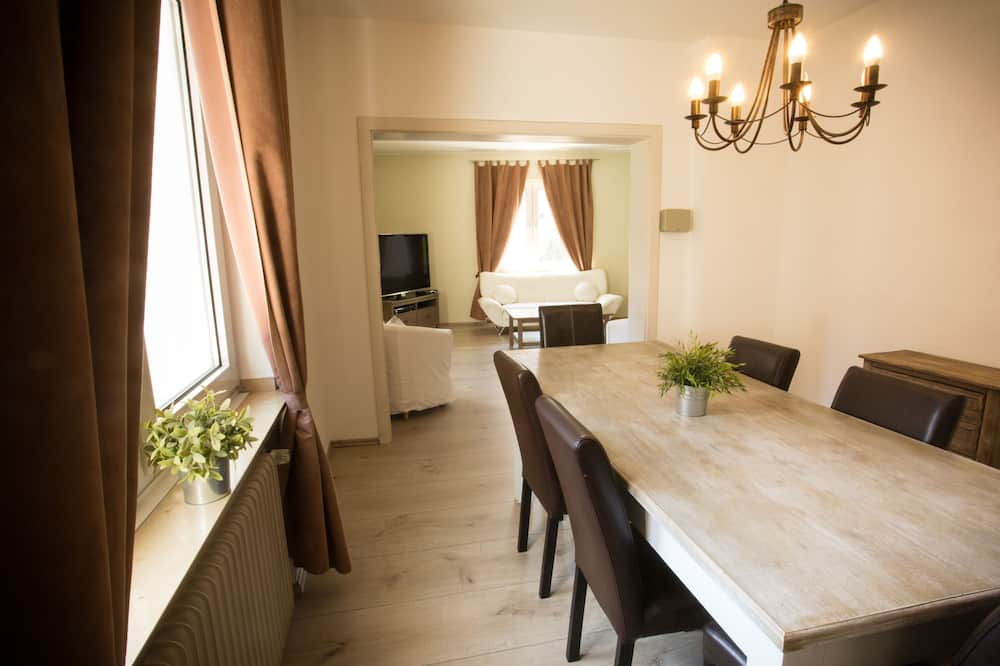Luxury Apartment, 2 Bedrooms, Kitchen - In-Room Dining
