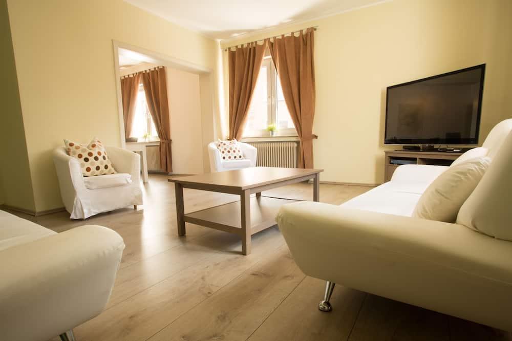 Luxury Apartment, 2 Bedrooms, Kitchen - Living Area