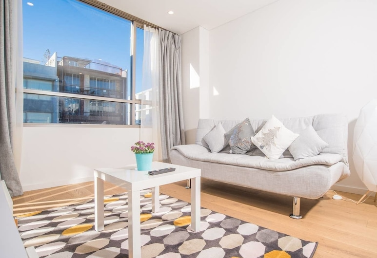 Roseberry Apartment For Travelling Couple In Green Square, Rosebery, Woonkamer