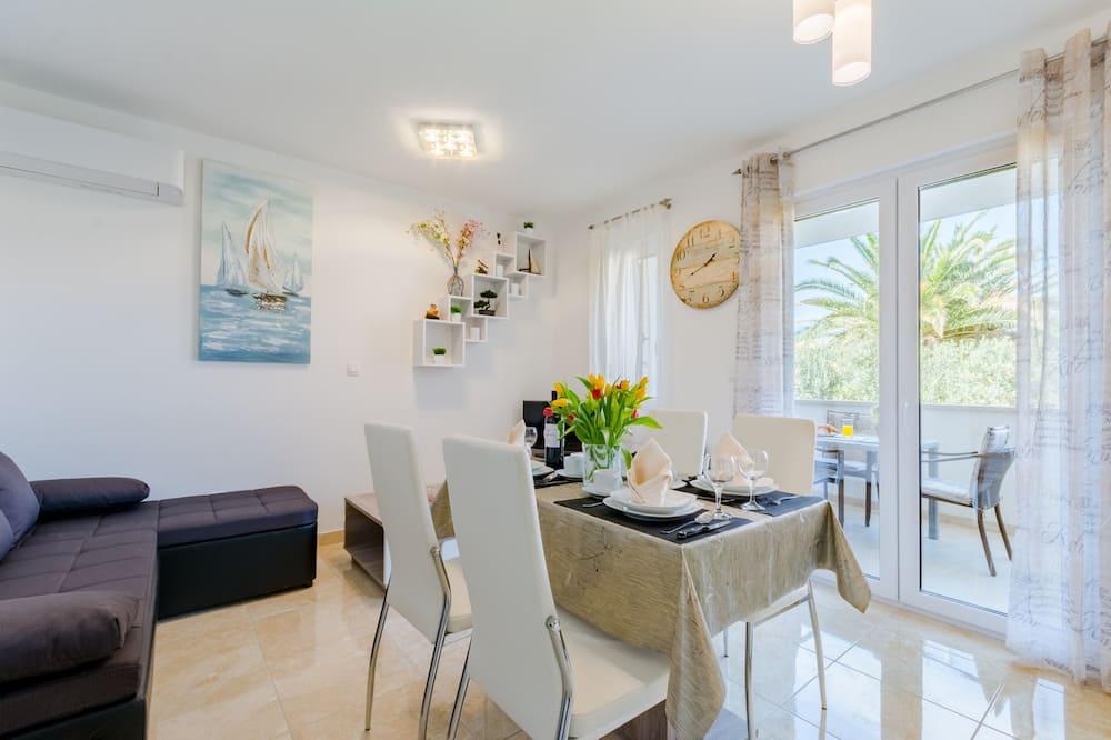 Apartment, 2 Bedrooms, Terrace - Tempat Makan dalam Bilik