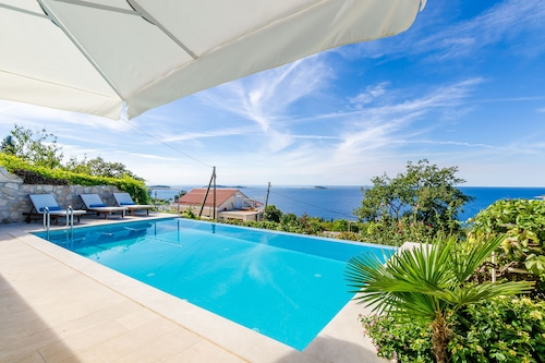 Villa Art Gallery Six Bedroom Villa With Terrace And Swimming Pool Em Zupa Dubrovacka Hoteis Com