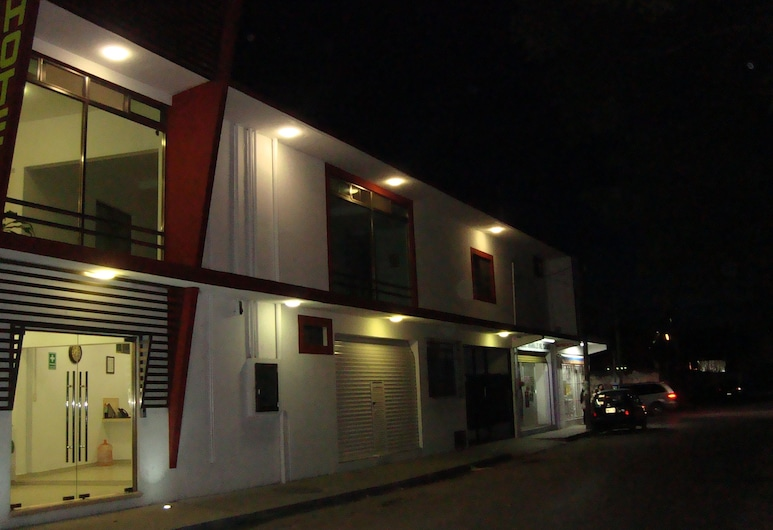 Hotel Líbano, Ciudad del Carmen, Pohľad na hotel – večer/v noci