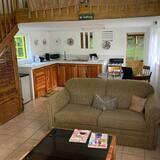 Avocado Cottage - Living Area