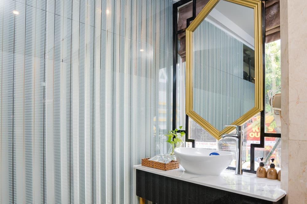 Executive Suite - Bathroom