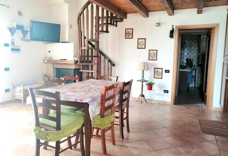 House With 2 Bedrooms in Tolentino, With Wonderful Mountain View, Furnished Garden and Wifi - 40 km From the Beach, Tolentino