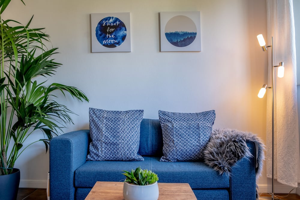 Business Studio (including final cleaning fee of 25 EUR) - Living Area