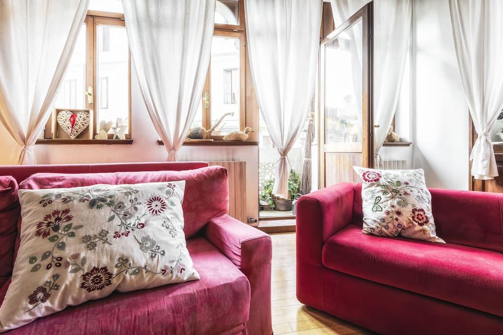Loftas su vitrininiais langais, 3 miegamieji - Svetainės zona