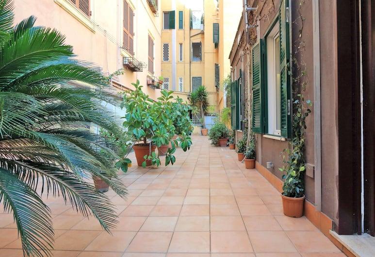 Il Cortile al Vaticano Studio, Rome, Property entrance